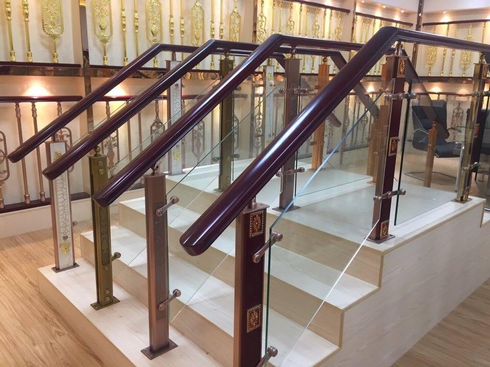 10 mẫu cầu thang kính cường lực gỗ đẹp tại Hà Nội lên ngôi trong năm nay