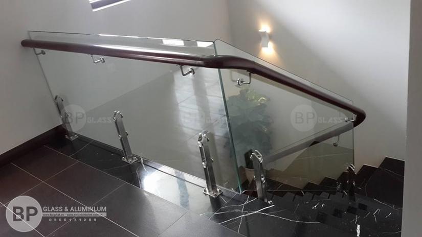 4 Mẫu cầu thang kính đẹp cho ngôi nhà của bạn