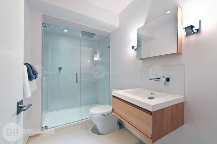 5 Lý do khiến bạn phải cải tạo phòng tắm cũ xây vách tắm kính