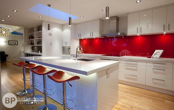Báo giá kính màu ốp bếp hcm rẻ nhất đa mẫu màu lựa chọn