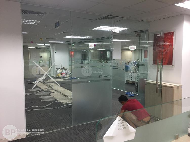 Chi tiết lắp bộ cửa kính đạt chuẩn của Bùi Phát