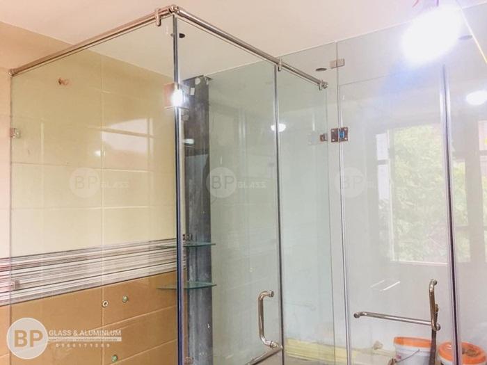 Chia sẻ về kinh nghiệm làm vách kính tắm?