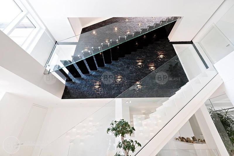 Có nên lựa chọn cầu thang kính cường lực cho ngôi nhà bạn?