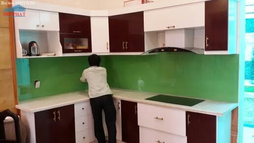 Hình ảnh thực tế thi công kính màu ốp bếp anh Nam Vĩnh Phúc