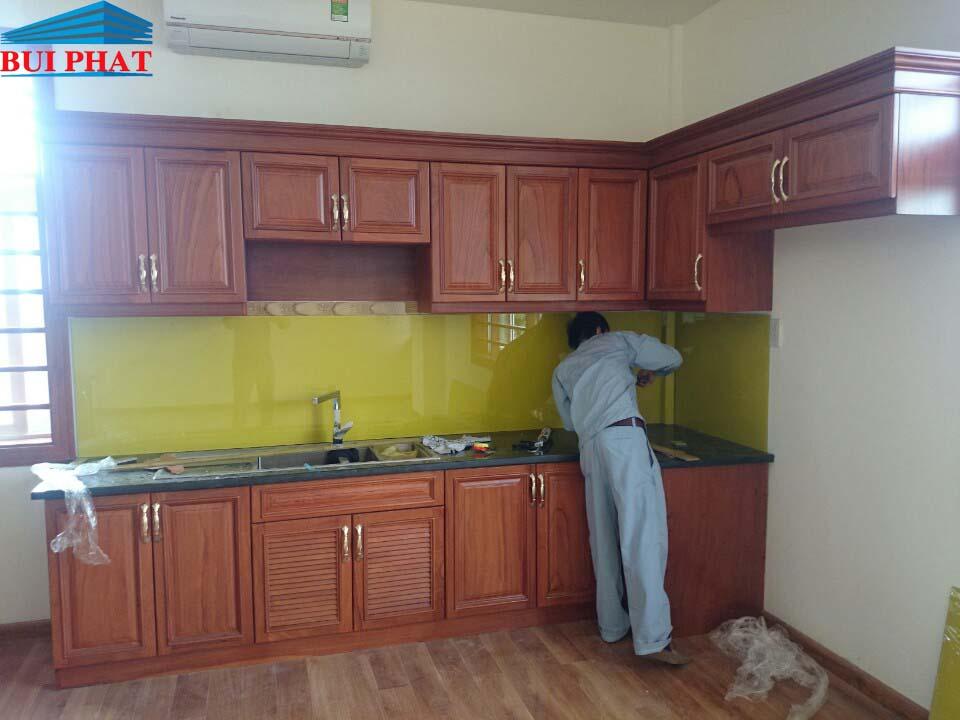 Kính màu ốp bếp nhà bác Hoa