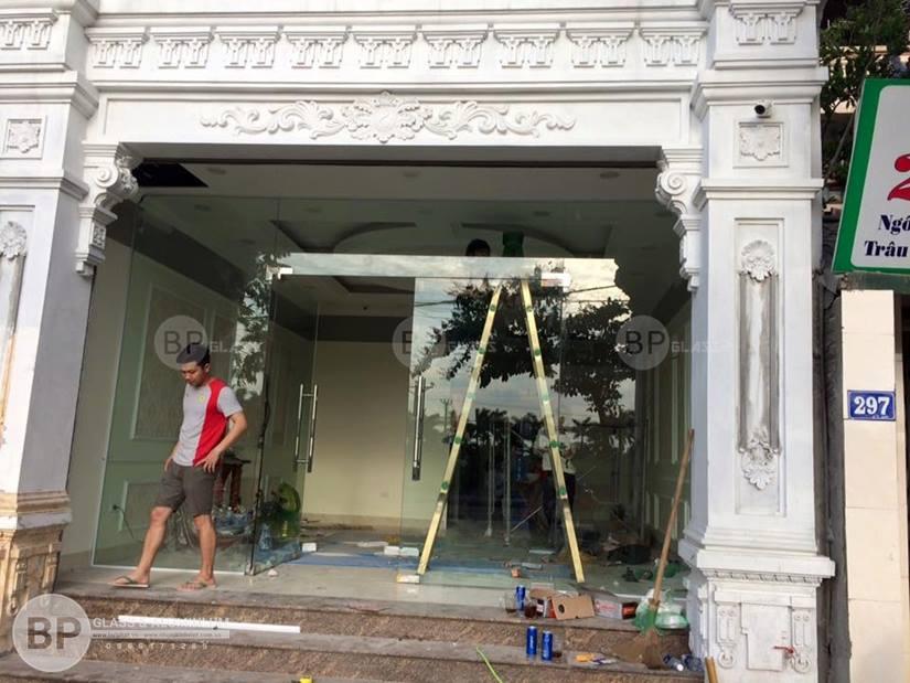 Lắp cửa kính thủy lực, vách tắm kính tại Châu Quỳ Long Biên