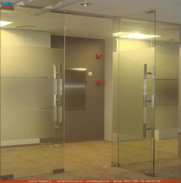 Lắp đặt cửa kính thủy lực chất lượng cao tại Đống Đa