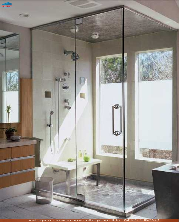 Lắp đặt vách tắm kính vuông góc 90 độ tại Hoàn Kiếm