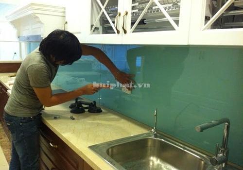 Lắp kính bếp cho nhà anh Nghĩa