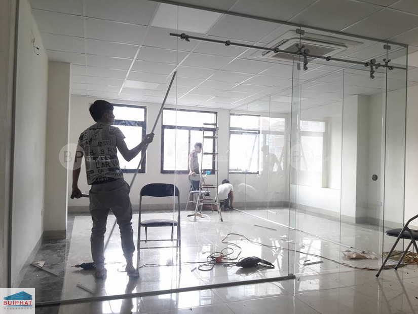 Lắp vách kính văn phòng tại Số 23 Tô Vĩnh Diện