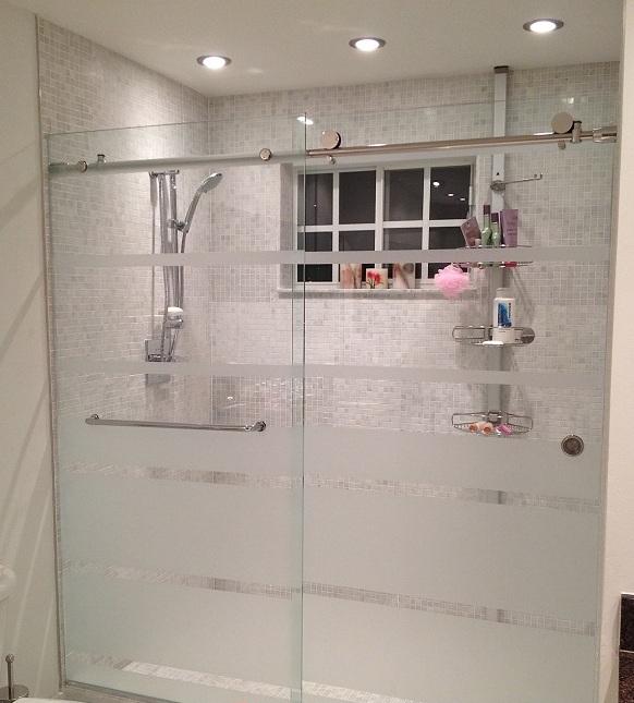 Lý Giải Tại Sao Nên Lắp Vách Kính Nhà Tắm Cửa Lùa Cho Phòng Tắm Bé