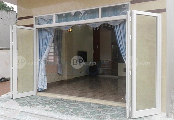 Mẫu cửa đi nhôm xingfa nhập khẩu 1, 2, 4 cánh màu vân gỗ, nâu, trắng sứ