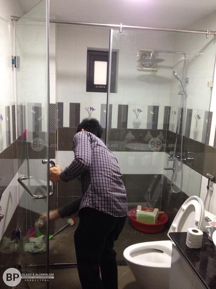 Mẫu thiết kế vách ngăn kính cường lực phòng tắm