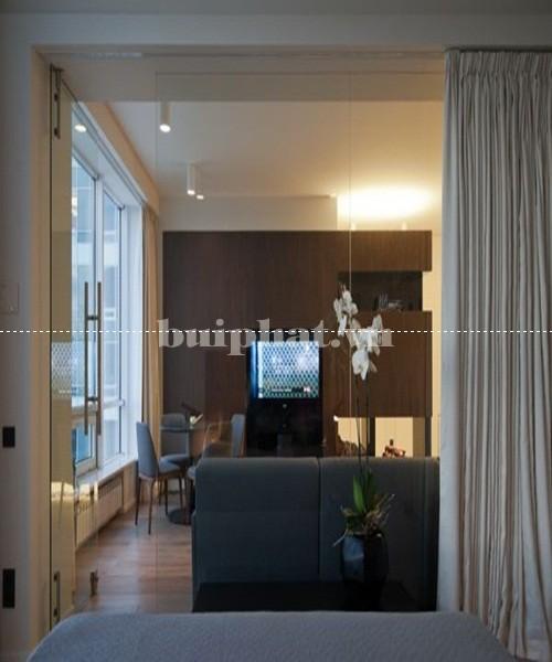 Mẫu vách kính ngăn phòng khách và phòng ngủ