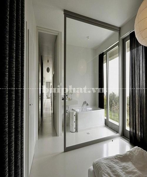 Mẫu vách kính ngăn phòng ngủ và phòng tắm