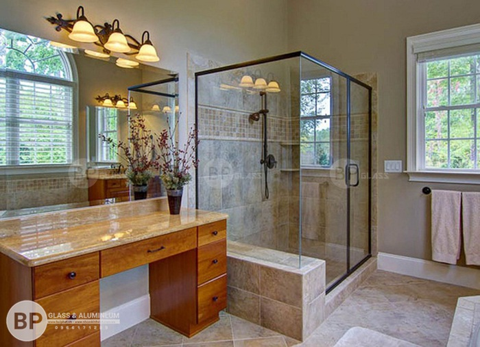 Nên chọn bồn tắm nằm hay buồng tắm đứng vách kính và so sánh sự khác nhau?