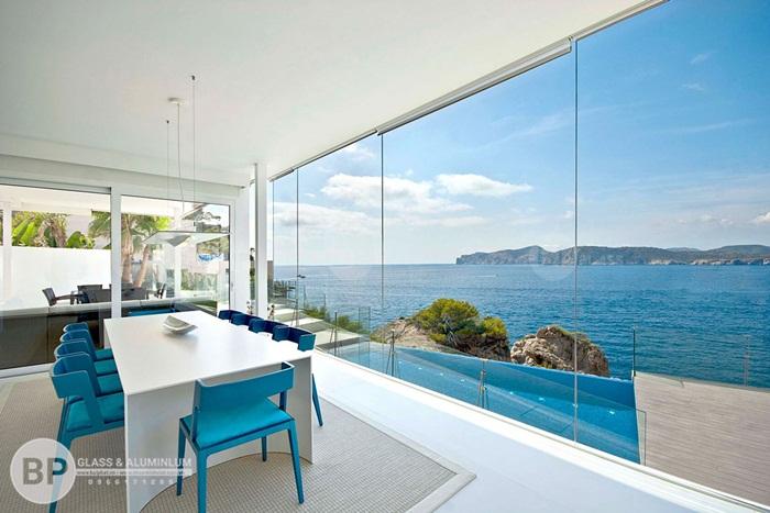 Nên lựa chọn vách ngăn kính hay vách gỗ cho không gian nhà bạn?
