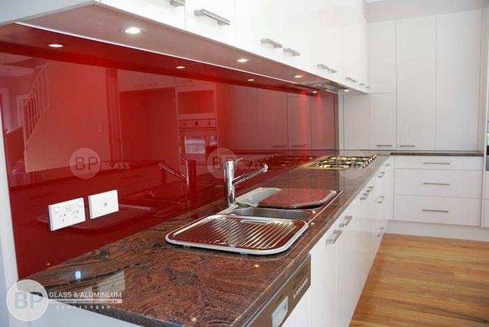 Phân loại màu sơn của sản phẩm kính màu ốp tường bếp