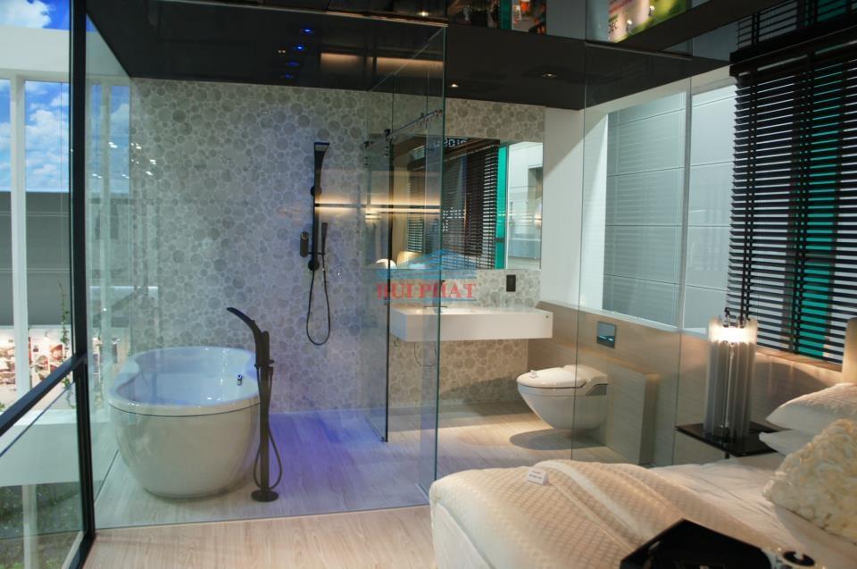 Phòng tắm kính lùa trượt treo inox phi 25 anh Hoàng Gia Lâm