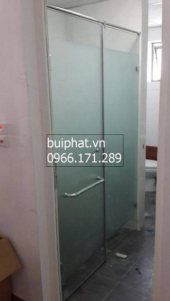 Phòng tắm kính nhà anh Tuệ - VP6 Linh đàm
