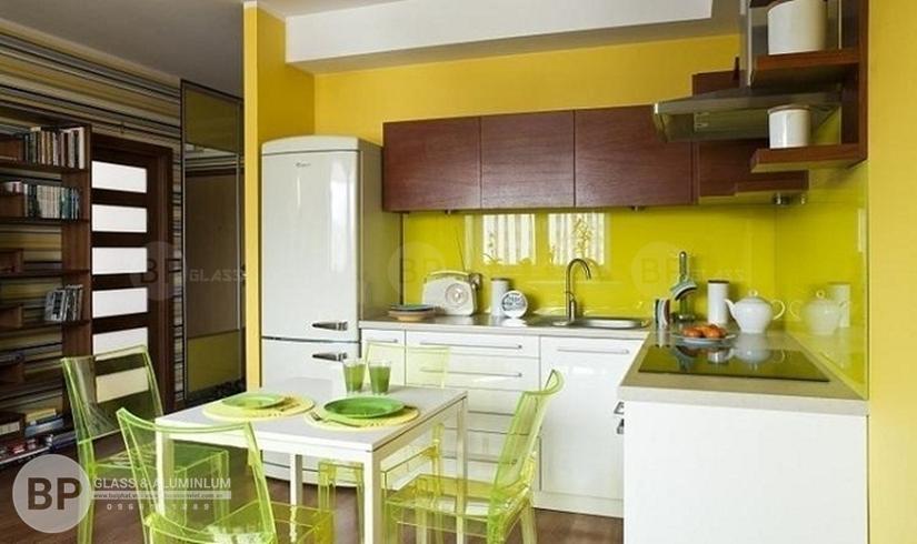 Quy trình lắp đặt kính ốp tường bếp cho không gian hoàn hảo
