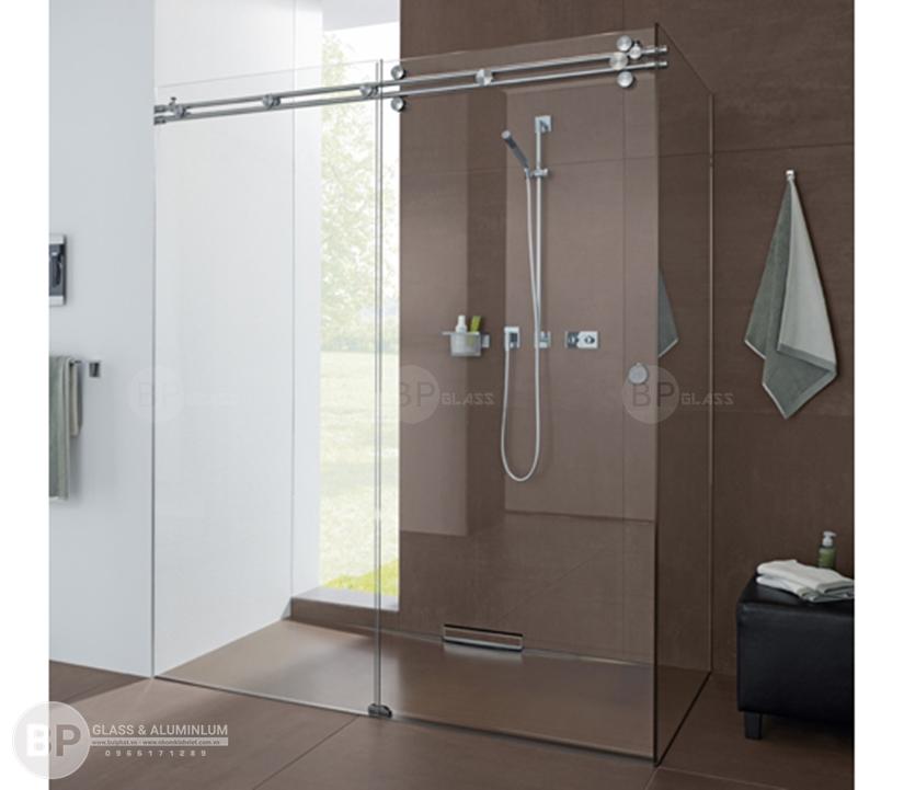 Sử dụng Kính cường lực 10mm làm vách tắm có an toàn không?
