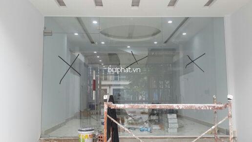 Thi công cửa kính thủy lực nhà anh Tùng KĐT Văn Phú