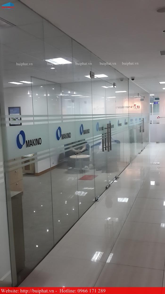 Thi công kính văn phòng MAKINO phố Duy Tân