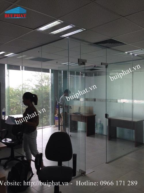 Thi công vách kính văn phòng mễ trì
