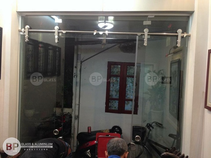 Thiết kế cửa kính trượt ngang tiết kiệm diện tích cho ngôi nhà của bạn
