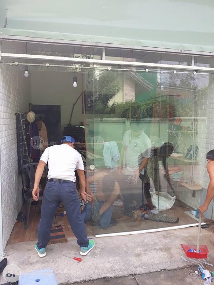 Tiện ích của cửa kính trượt treo trong không gian sống nội thất hiện nay