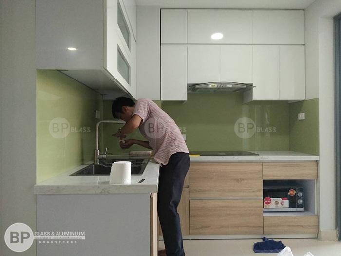 Tính ưu việt của kính ốp bếp, 300+ Mẫu sơn kính bếp đẹp nhất