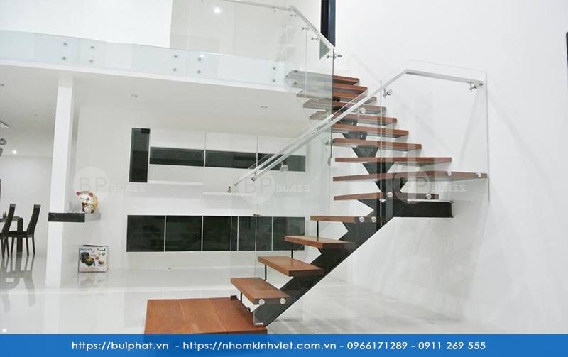 Tổng hợp hơn 21+ Mẫu cầu thang kính đẹp thi công by Bùi Phát Glass