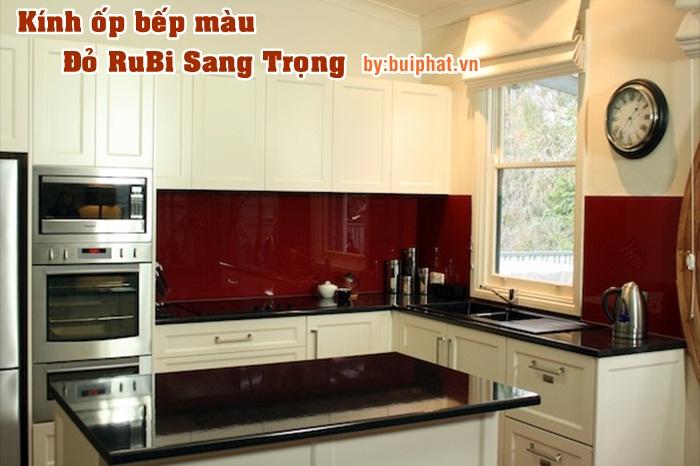 Tủ Bếp Màu Trắng Kết Hợp Với Kính Bếp Màu Đỏ Rubi Có Hợp Không?