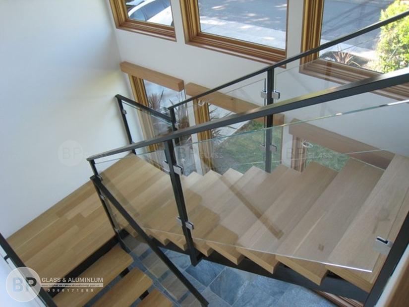 Ưu điểm nổi bật của cầu thang kính gỗ mà bạn chưa biết