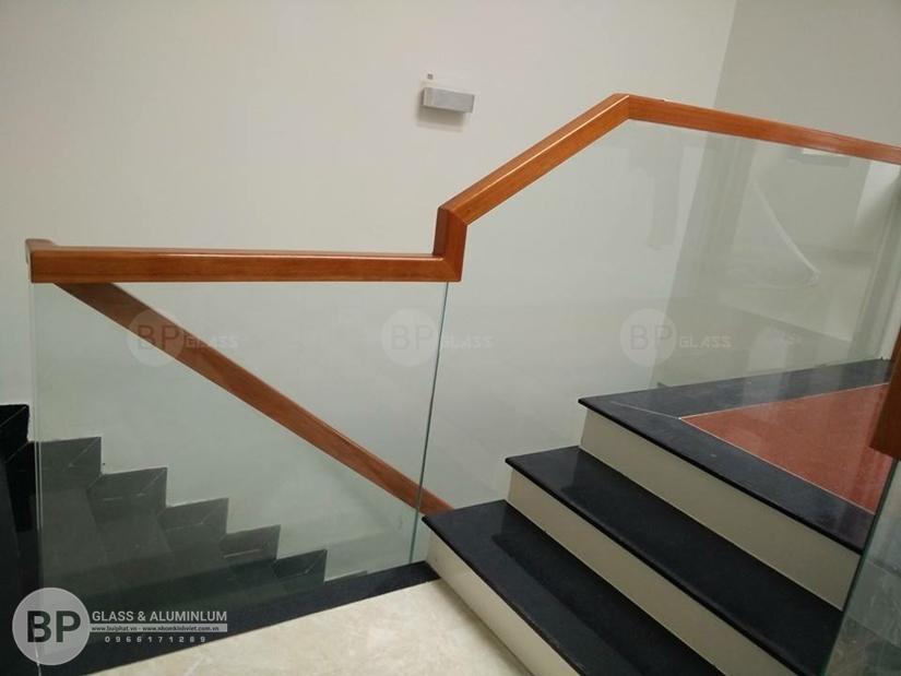 Yếu tố phong thủy không thể bỏ qua khi thiết kế cầu thang kính