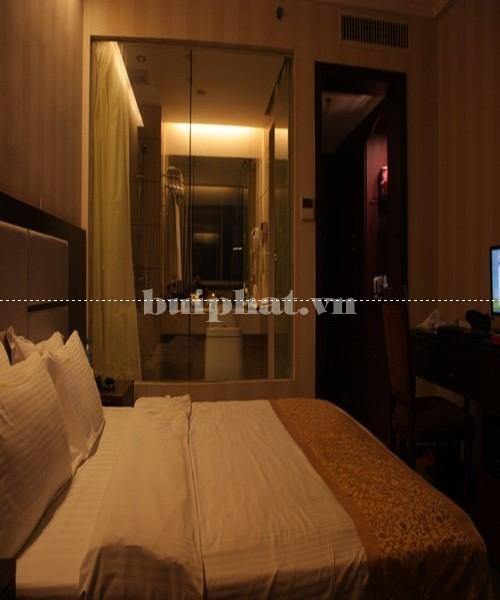 Vách kính ngăn phòng ngủ và phòng tắm