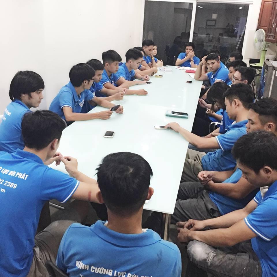 Ngồi lại với nhau để cùng nhau học hỏi cập nhập kiến thức mới mang lại sản phẩm chất lượng tốt nhất cho khách hàng