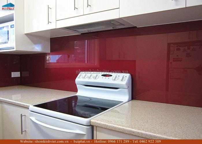 Kính màu ốp bếp màu đỏ rubi