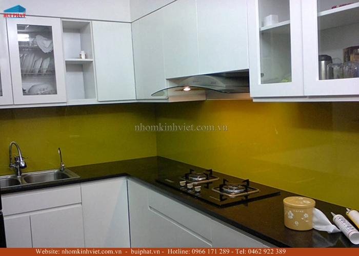 Kính màu ốp bếp màu vàng thư