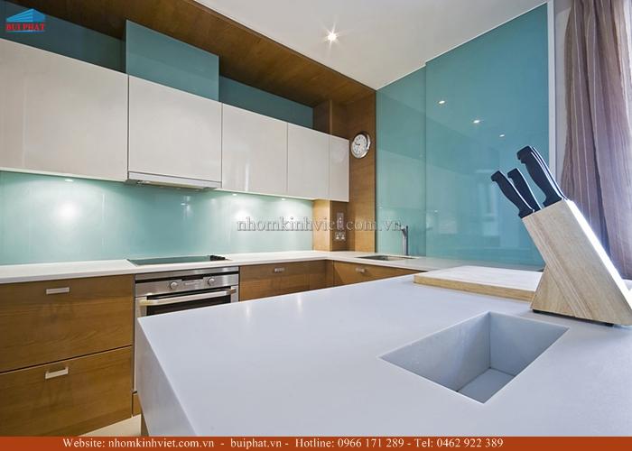 Kính bếp màu xanh lơ