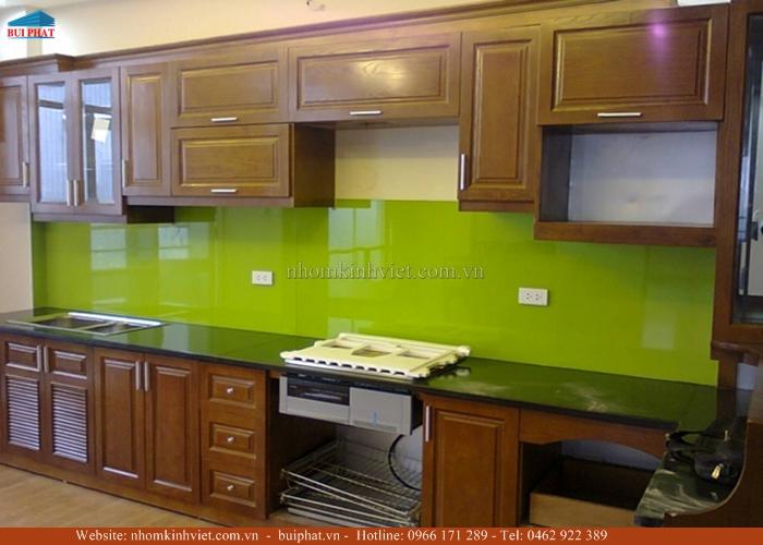 Kính màu ốp bếp, kính ốp tường bếp màu xanh