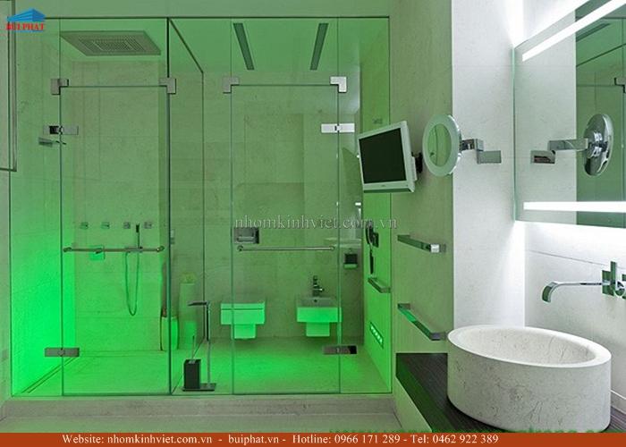 lắp cửa kính cho nhà tắm