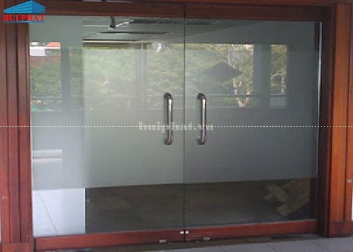 cửa kính khung gỗ, cửa kính an toàn