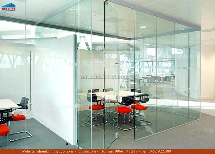 Lắp cửa kính cho văn phòng chuyên nghiệp