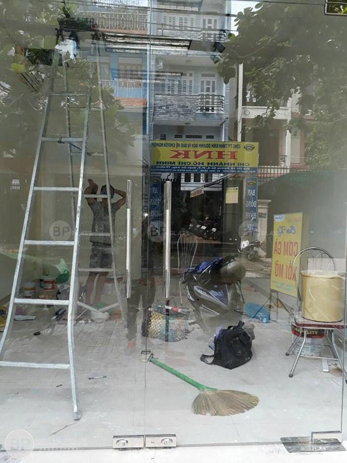 Cửa thủy lực mặt tiền lắp tại Quận Vò Gấp HCM