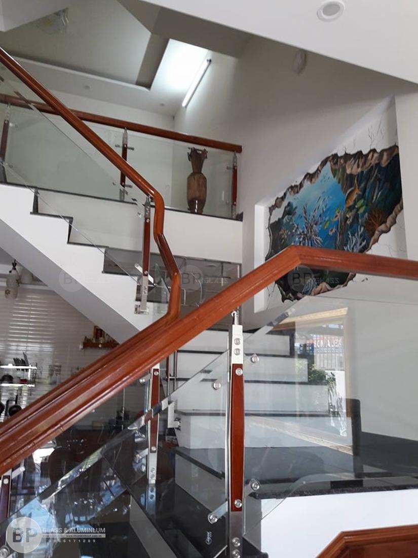Các loại cầu thang kính đẹp và tiện lợi số 1 tại Việt Nam