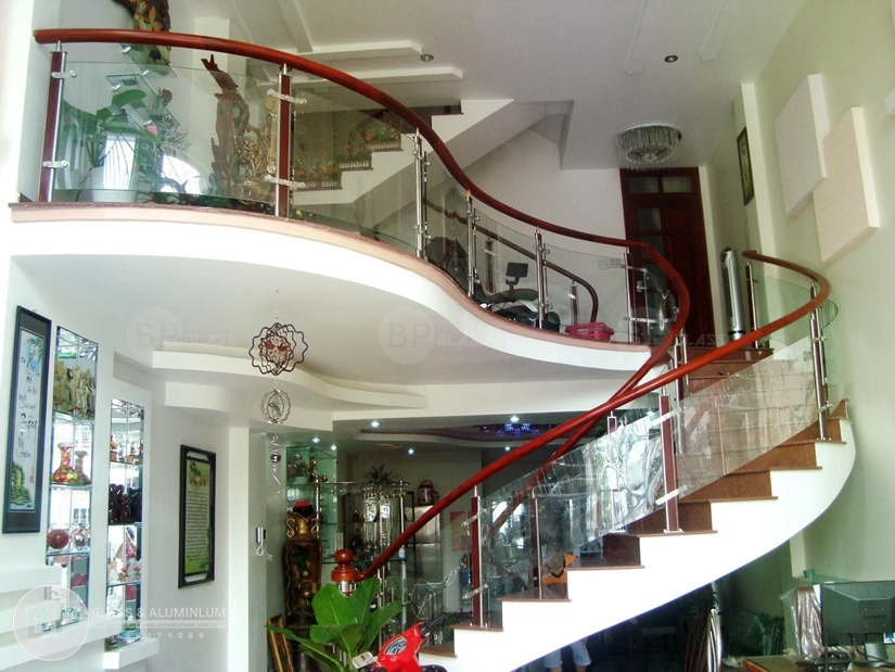 Nhận thi công lan can kính cầu thang tại Bắc Giang