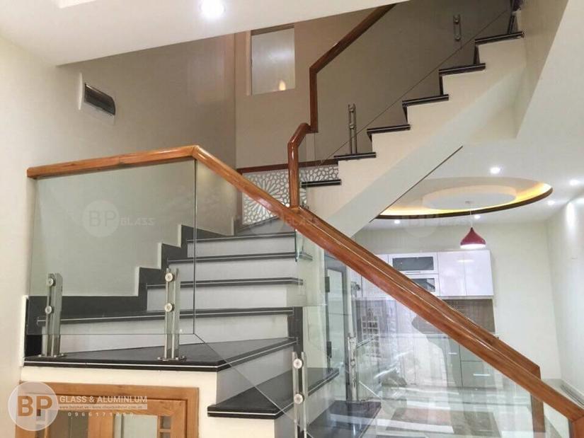 Cung cấp cầu thang kính gỗ, inox các loại tại buiphat.vn