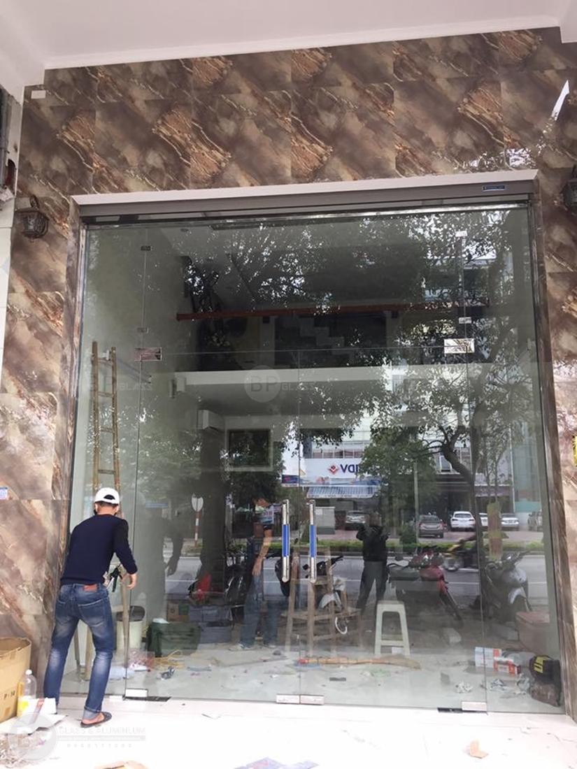 Thi công cửa kính cường lực uy tín nhiều năm tại Hà Nội